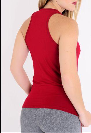 blusa-fitness-nadador-vermelha-costa